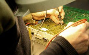 Dịch vụ sửa tivi LCD tại Hà Nội uy tín và chất lượng 2